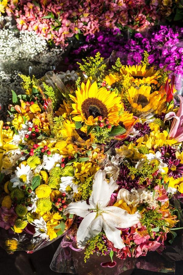 La calle florece el mercado imágenes de archivo libres de regalías