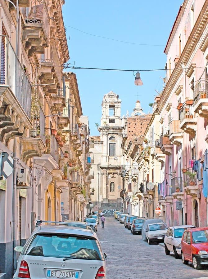 La calle vieja en Catania foto de archivo libre de regalías