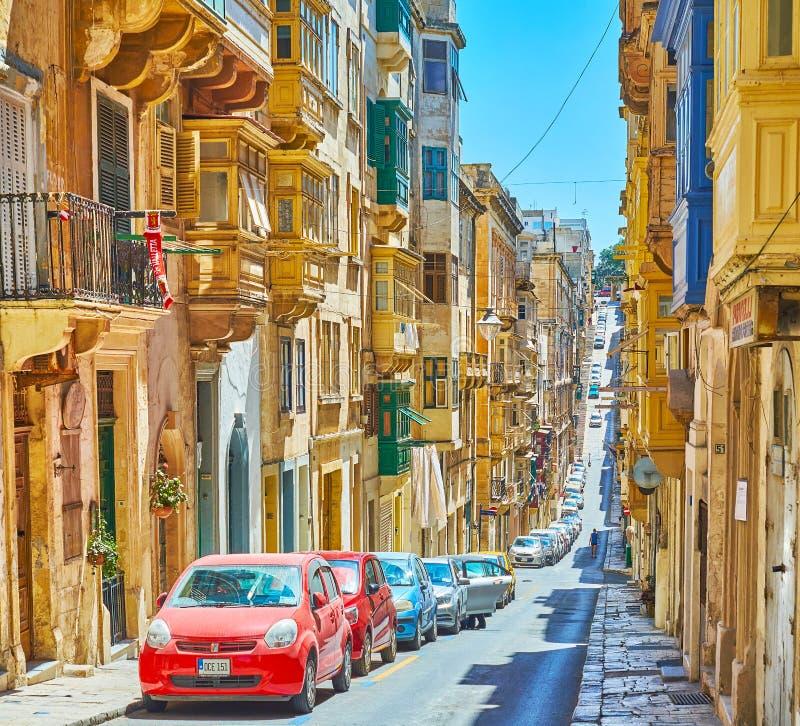 La calle vieja montañosa de la menta en La Valeta, Malta imagen de archivo