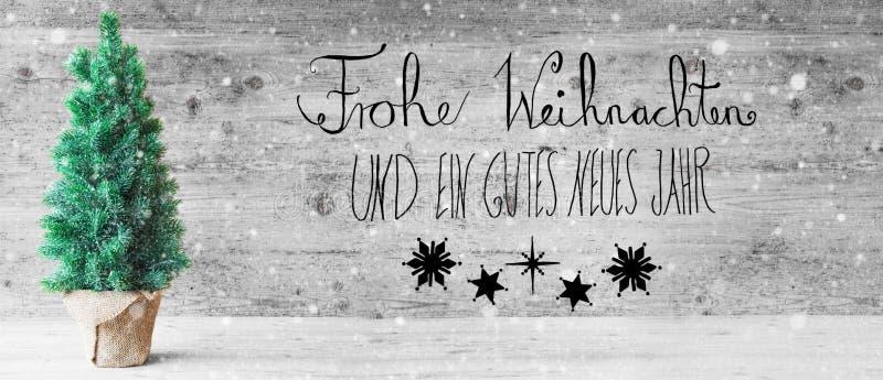La calligraphie noire, Gutes Neues signifie la bonne année, arbre de Noël, flocons de neige photo stock