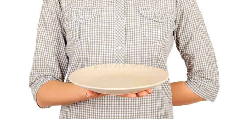 La camarera sostiene en una mano una placa gris en blanco plantilla de la opinión de perspectiva para su diseño Aislado en el fon fotos de archivo libres de regalías