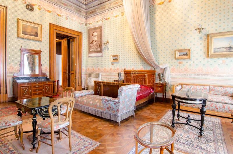 Camera Da Letto Dei Genitori. Mobilia. Dal Centesimo 19 ...