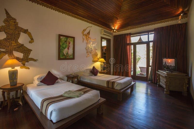 Camera da letto dell'albergo di lusso - Myanmar fotografia stock libera da diritti