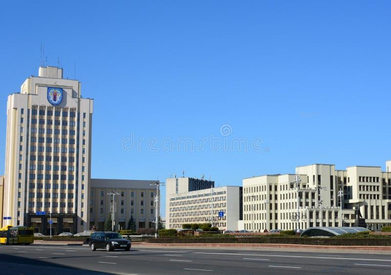 La Camera di governo ed il monumento di Lenin sul quadrato di indipendenza fotografia stock