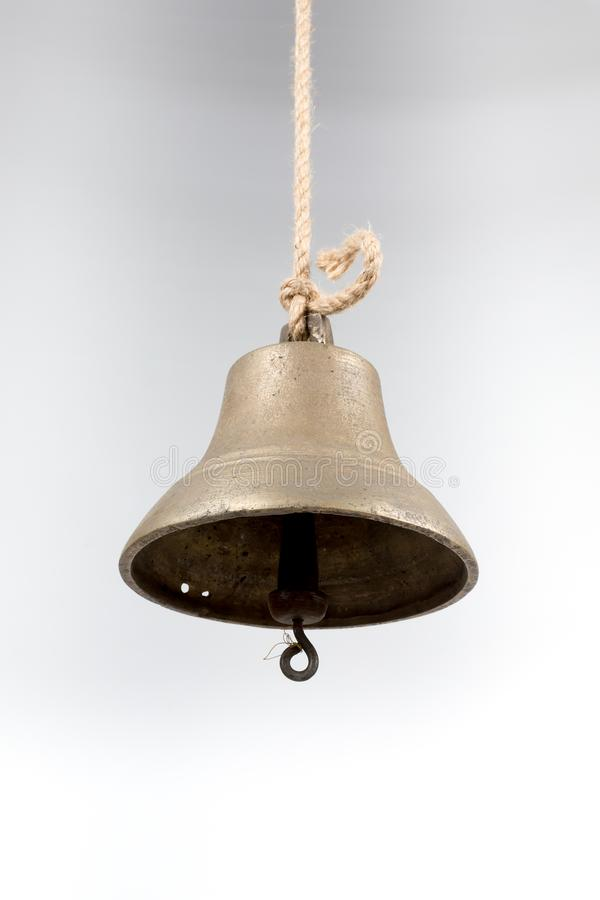 La campana della nave isolata su fondo bianco fotografia stock