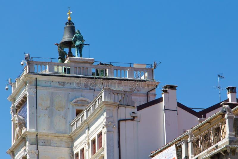 La campana della torre di orologio nel quadrato del ` s di St Mark a Venezia fotografia stock libera da diritti