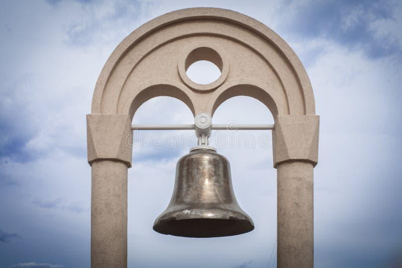 La campana en la playa fotos de archivo