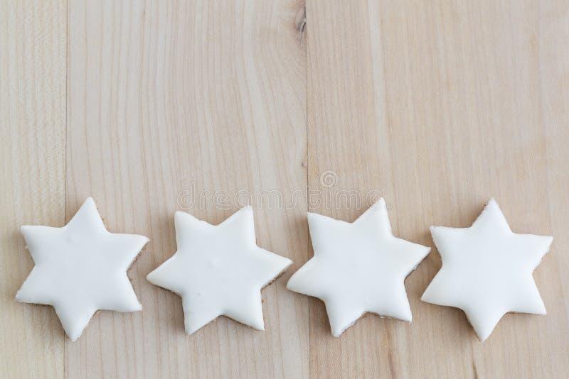 La cannelle tient le premier rôle des biscuits de Noël avec l'espace des textes image libre de droits