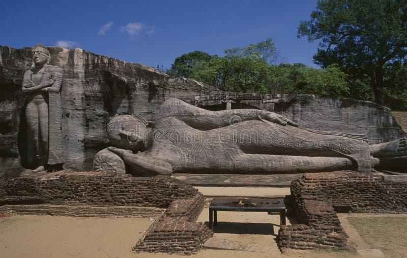 La capilla con las tres estatuas budistas en Gal Vilhara en Sri fotografía de archivo libre de regalías