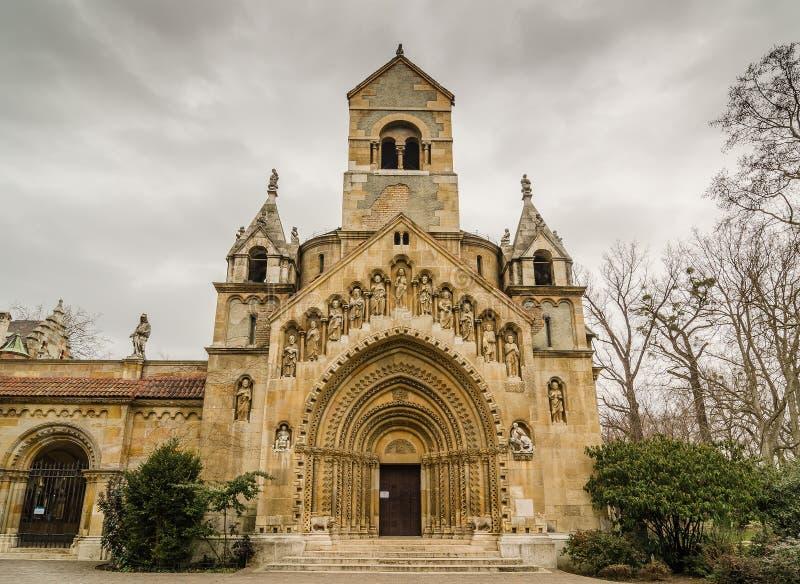 La capilla de Jak en el castillo de Vajdahunyad Budapest, Hungría fotos de archivo