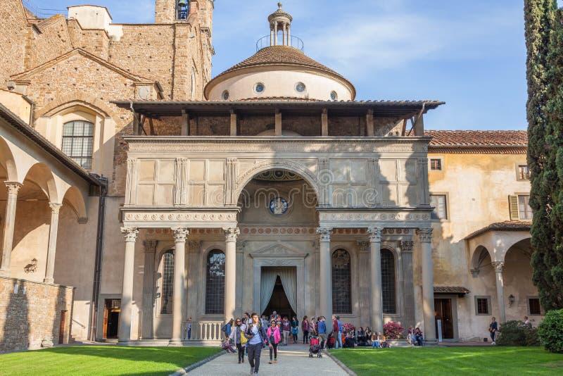 La capilla de Pazzi de Filippo Brunelleschi localizó en el claustro de fotos de archivo libres de regalías