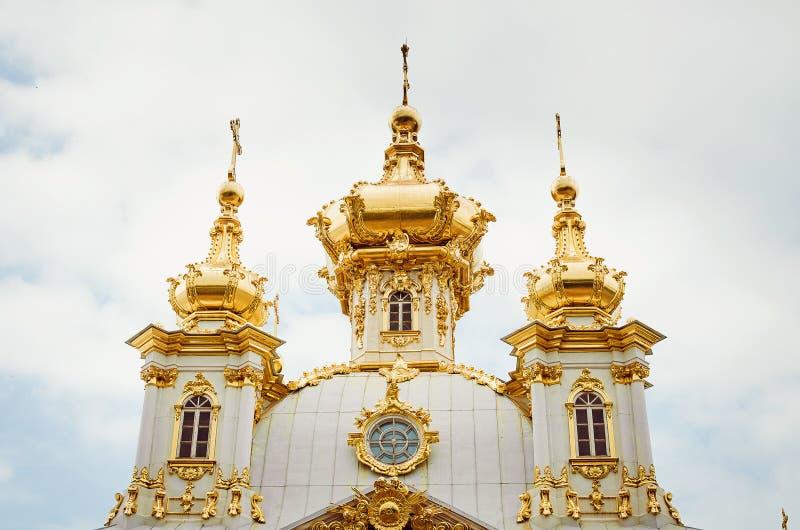 La capilla del este del palacio barroco del siglo XVIII de Peterhof en St Petersburg, Rusia imágenes de archivo libres de regalías