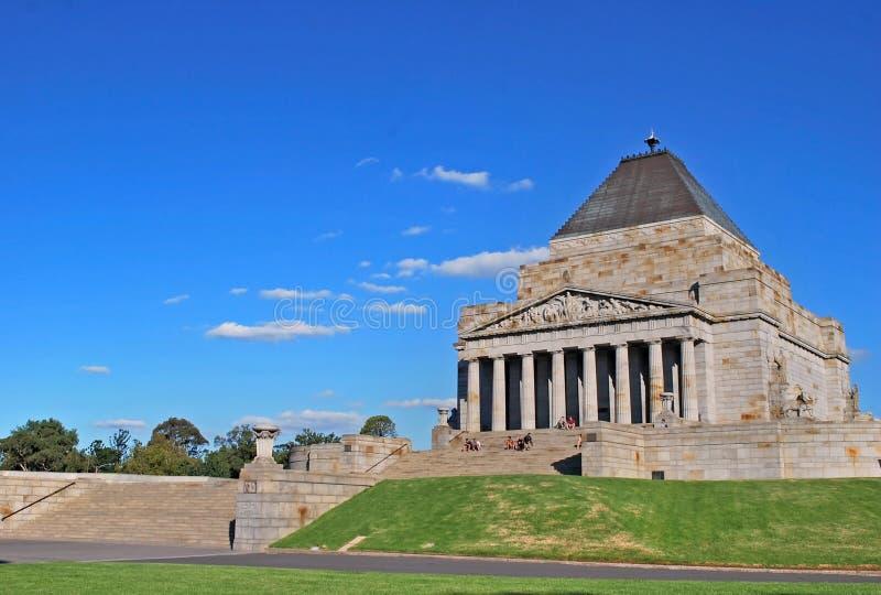 La capilla del monumento de la conmemoración con los turistas en pasos imagen de archivo