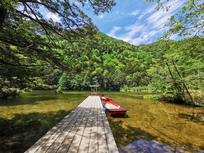 La capilla y el lago fotografía de archivo libre de regalías