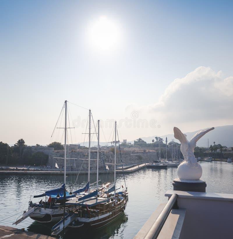 La capital de la isla de Kos, de Grecia, de la vista de la ciudad y de m fotos de archivo libres de regalías