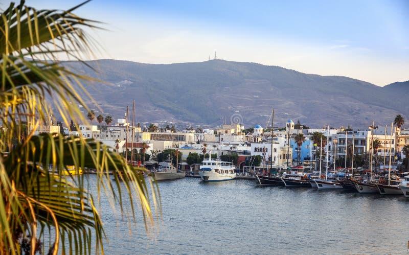 La capital de la isla de Kos, de Grecia, de la vista de la ciudad y de m foto de archivo