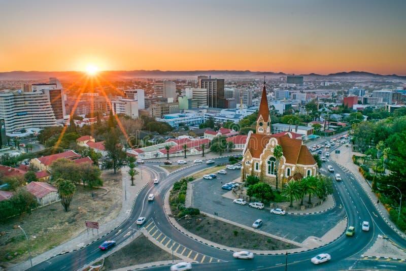 La capitale namibienne au coucher du soleil - Windhoek, Namibie photographie stock libre de droits