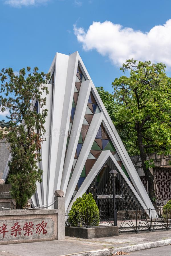 La cappella come la piramide del cimitero cinese a Manila nelle Filippine fotografie stock