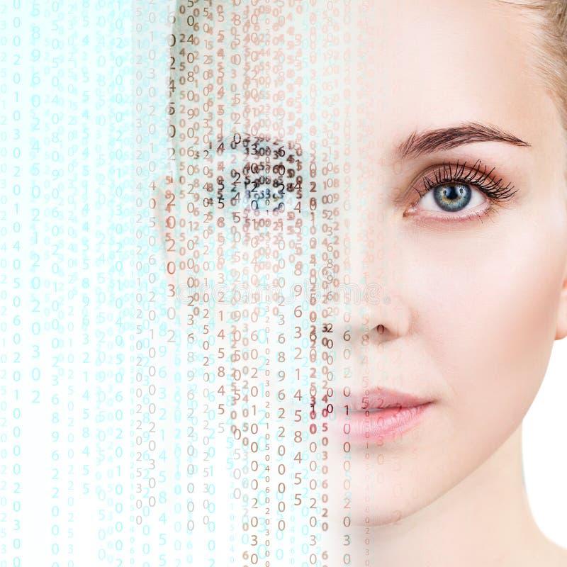 La cara femenina hermosa transforma en código de la matriz fotografía de archivo