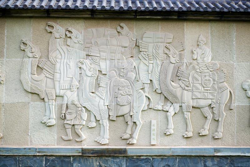 La caravana del camello en el camino de seda imagen de archivo libre de regalías