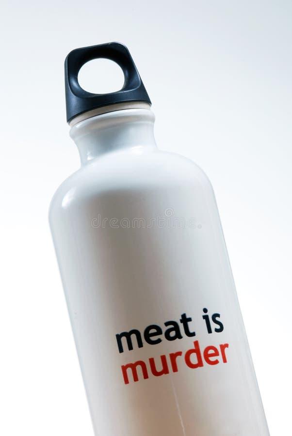 La carne è bottiglia di acqua di omicidio fotografia stock libera da diritti