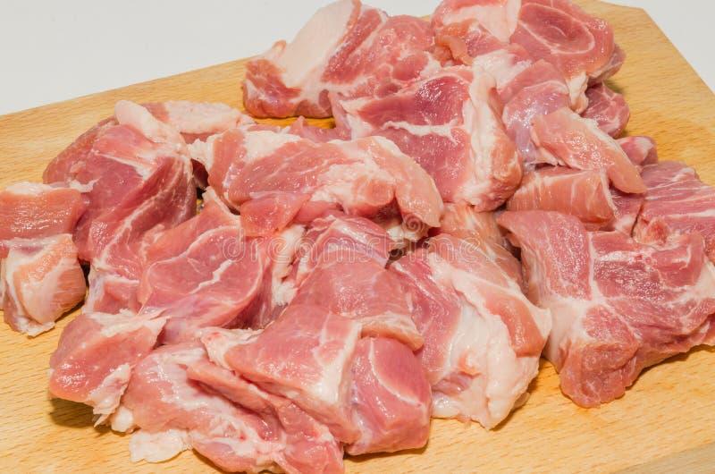 La carne cortó en los cubos fotografía de archivo