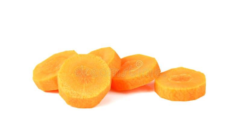 La carotte fraîche a découpé en tranches d'isolement sur le blanc image libre de droits
