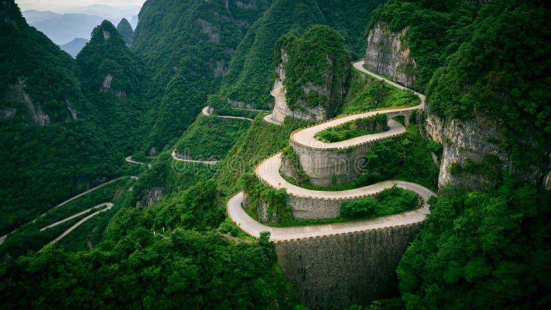 La carretera con curvas