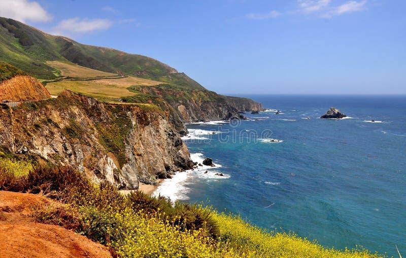 La carretera de la Costa del Pacífico en California imagenes de archivo