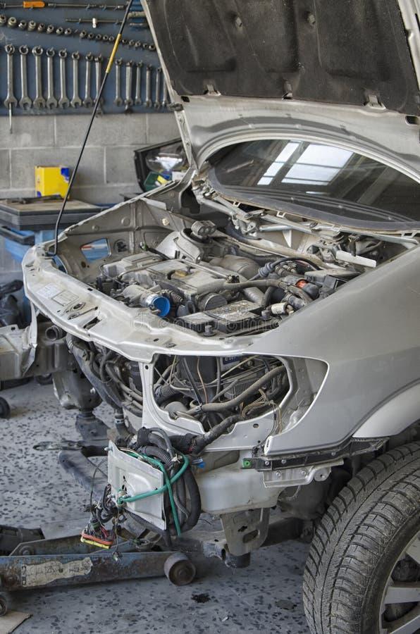 La carrocería deformada de un coche estrellado fotos de archivo libres de regalías