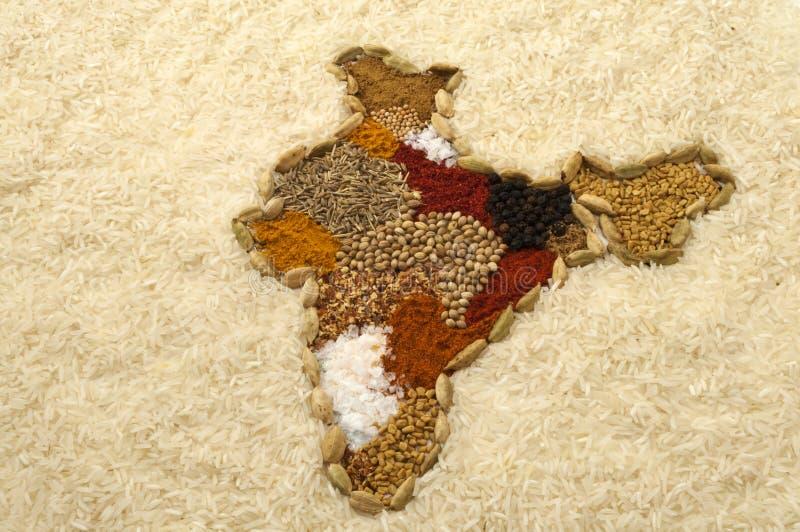 La carte d'épice de l'Inde surronded par le riz blanc illustration libre de droits
