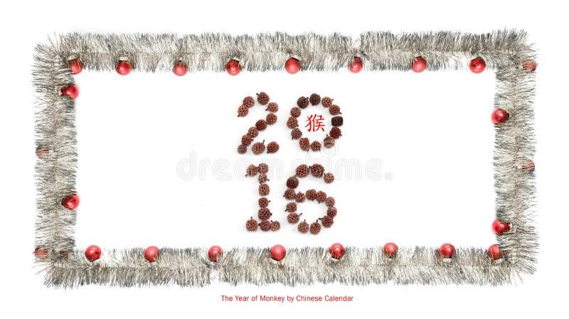 La carte de voeux faite en cadre argenté de tresse avec les boules rouges de Noël, 2016 a fait des grains et de l'hiéroglyphe chi photographie stock libre de droits