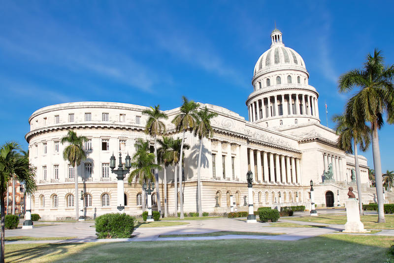 La carte postale a tiré de la construction de capitol à La Havane photo libre de droits