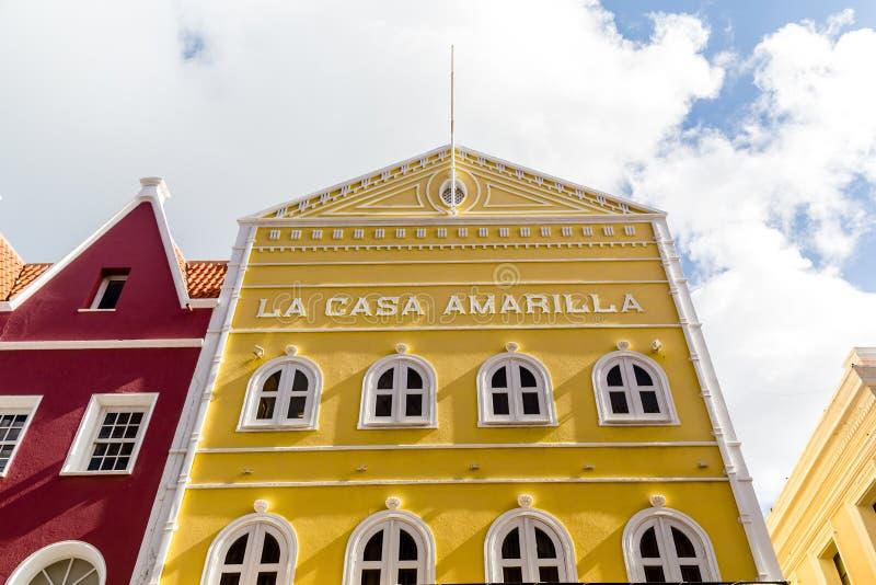 La casa amarilla en Curaçao imágenes de archivo libres de regalías