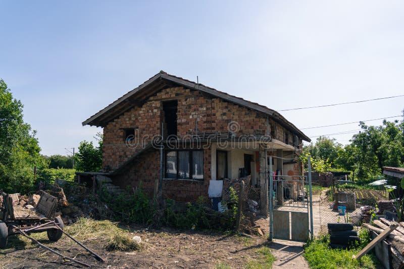 La casa in Bulgaria ha colpito da povertà immagine stock libera da diritti