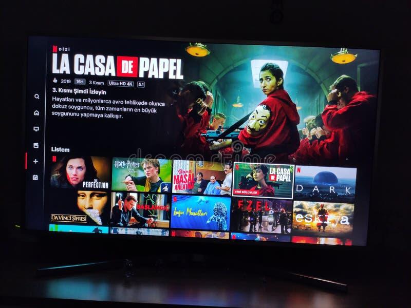 La Casa DE Papel - Netflix-het televisiescherm met populaire reekskeus movies royalty-vrije stock afbeelding