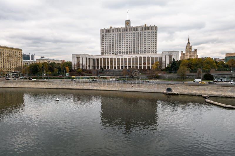 La casa del gobierno de la Casa Blanca de la Federación Rusa, terraplén de Krasnopresnenskaya, Moscú, Rusia fotografía de archivo