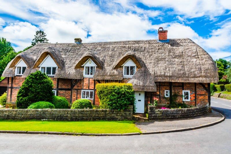 Casa di campagna inglese foto stock download 5 381 for Fotografie di case