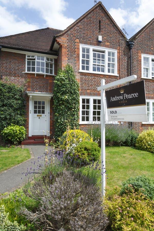 La casa di Londra ha venduto il segno fotografie stock