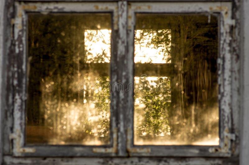 La casa en ciudad militar abandonada llamó Chernobyl-2 en la zona de exclusión de Chernóbil, Ucrania foto de archivo