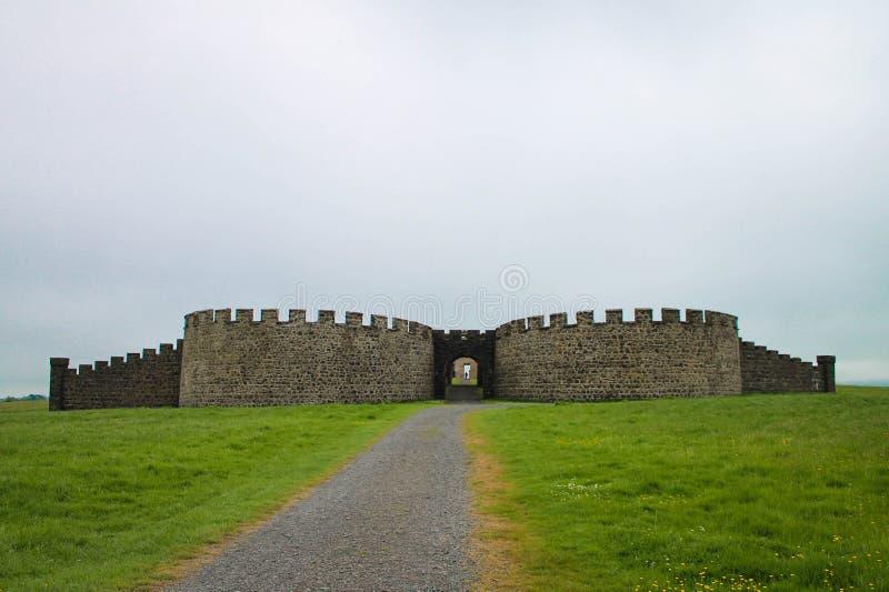 La casa en declive, la heredad en declive y la casa de Hezlett, Castle Rock, Irlanda del Norte fotos de archivo libres de regalías