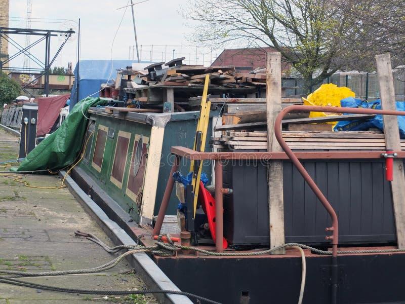 La casa flotante estorbada en convertido barge adentro Huddersfield West Yorkshire foto de archivo