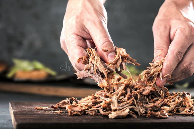La casa ha preparato la carne di maiale tirata essere mangiato immagini stock