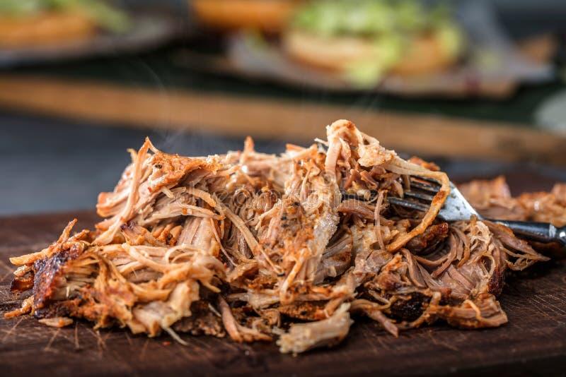 La casa ha preparato la carne di maiale tirata essere mangiato fotografia stock