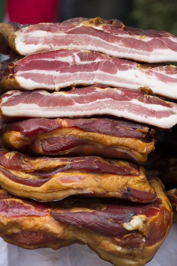 La casa ha prodotto il bacon affumicato fotografia stock libera da diritti