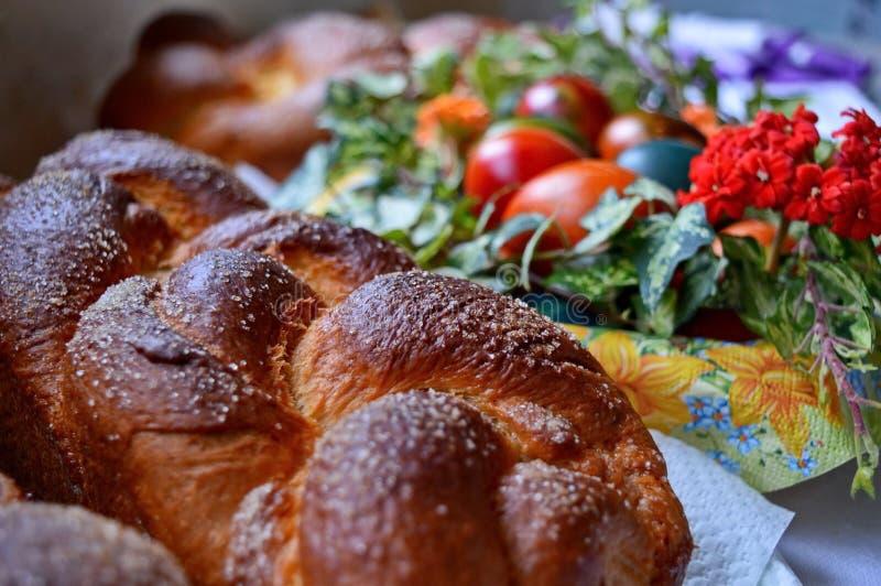 La casa marrone dorata ha intrecciato il panino spruzzato con lo zucchero Prodotto naturale Saporito e sano closeup Fuoco seletti fotografie stock