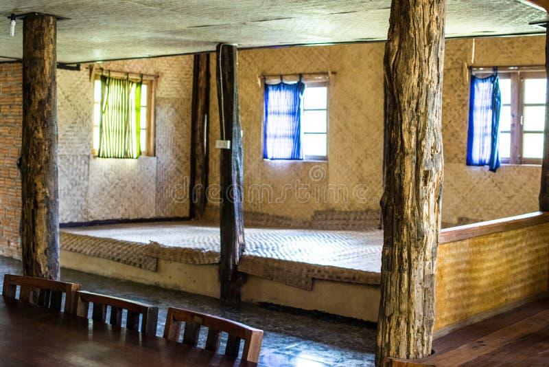 La casa rústica y los materiales naturales fotos de archivo