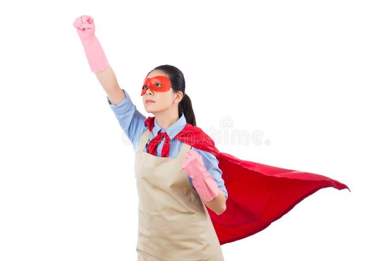 La casalinga del supereroe pronta a volare decolla fotografie stock libere da diritti