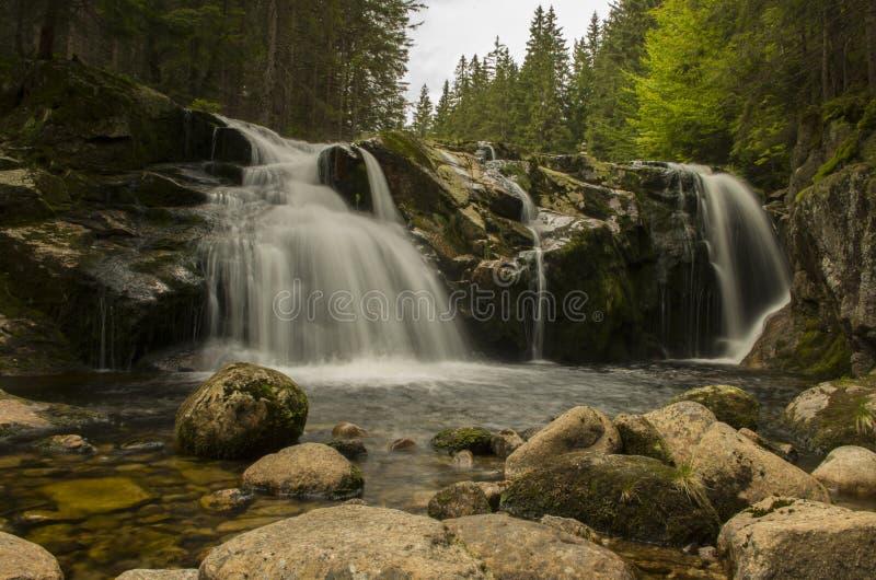 La cascada de pequeño Elba en las montañas de Krkonose foto de archivo libre de regalías