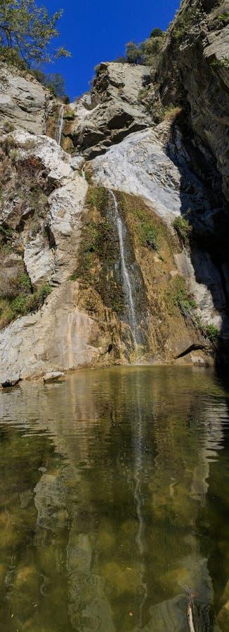 La cascada hermosa de las caídas del barranco de los pescados se arrastra fotografía de archivo libre de regalías